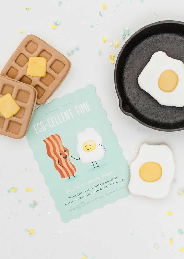 Bacon e ovos convidam para o café da manhã de aniversário