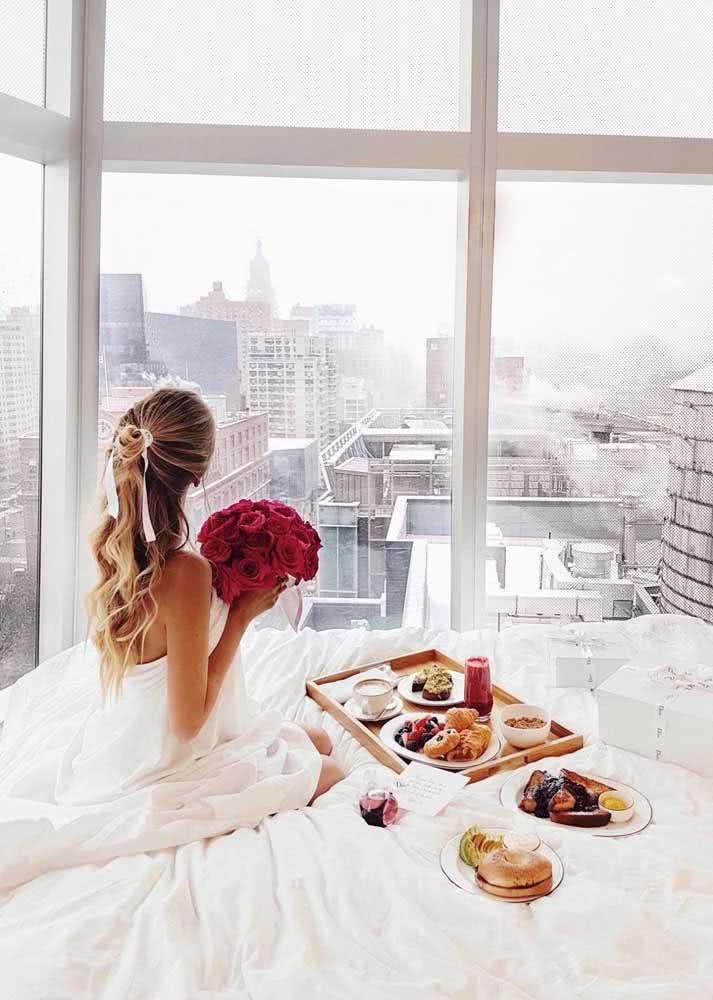 Romântico, esse café da manhã surpresa ganha pontos pela vista
