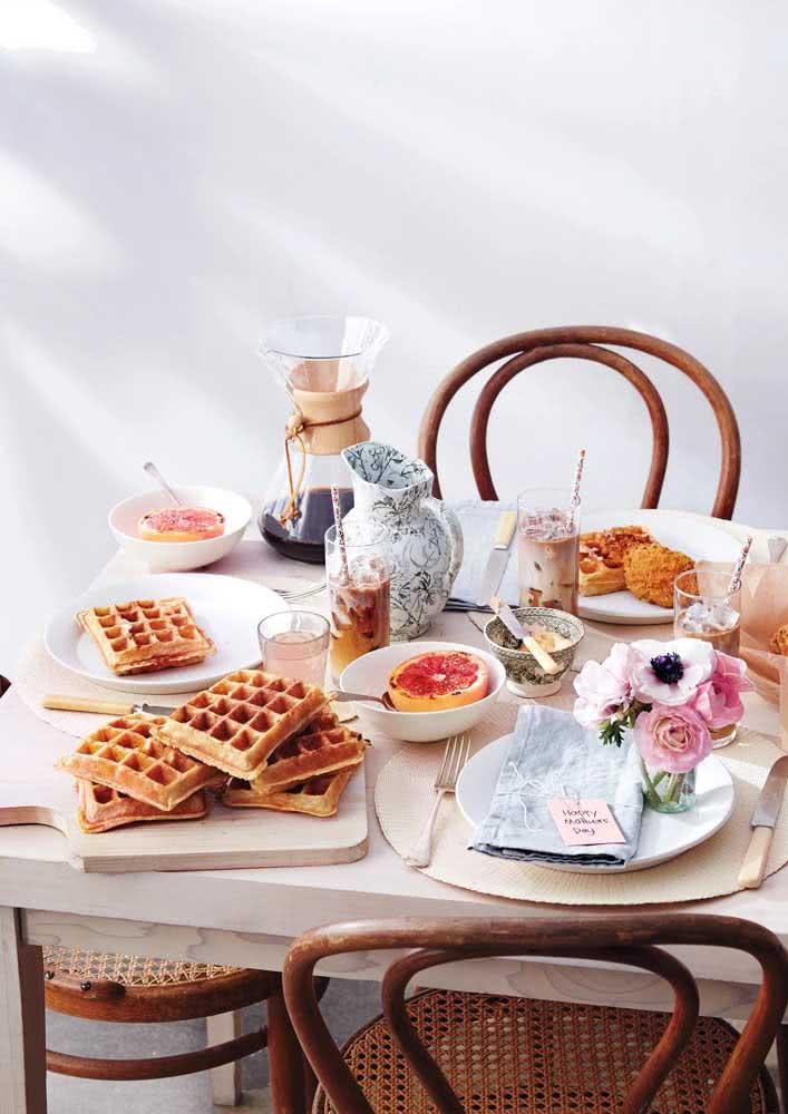 Café da manhã de aniversário simples, mas super bem servido