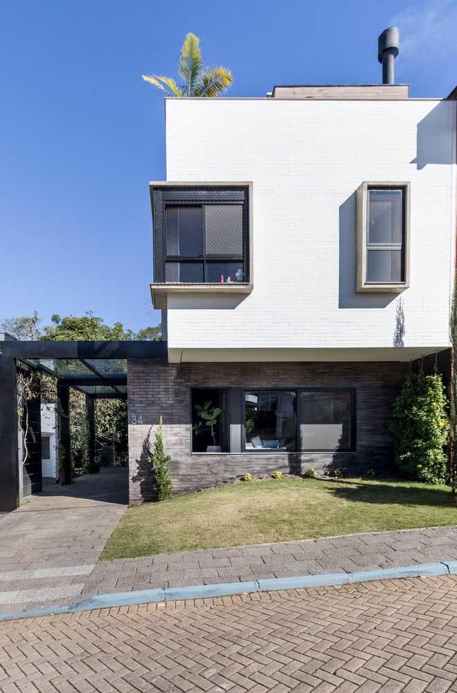 Platibanda e janelas que saltam aos olhos: mais duas características das fachadas modernas