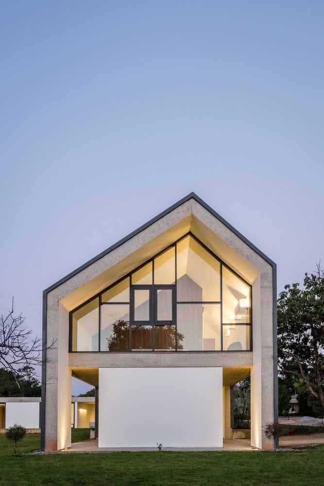 Fugir do padrão é outra característica das fachadas de casas modernas