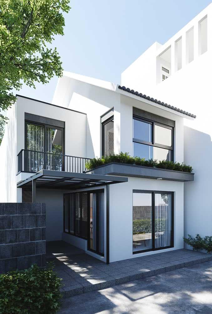 Janelas amplas também ajudam a marcar o estilo moderno da fachada