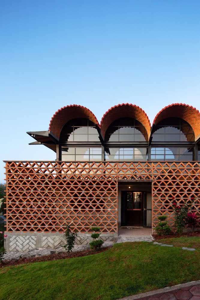 Não tenha medo de experimentar novos materiais, volumes e texturas. A fachada moderna permite isso