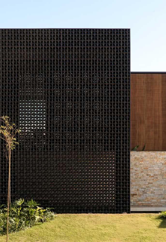 O preto sempre expressa sofisticação e refinamento. Use-o na fachada moderna