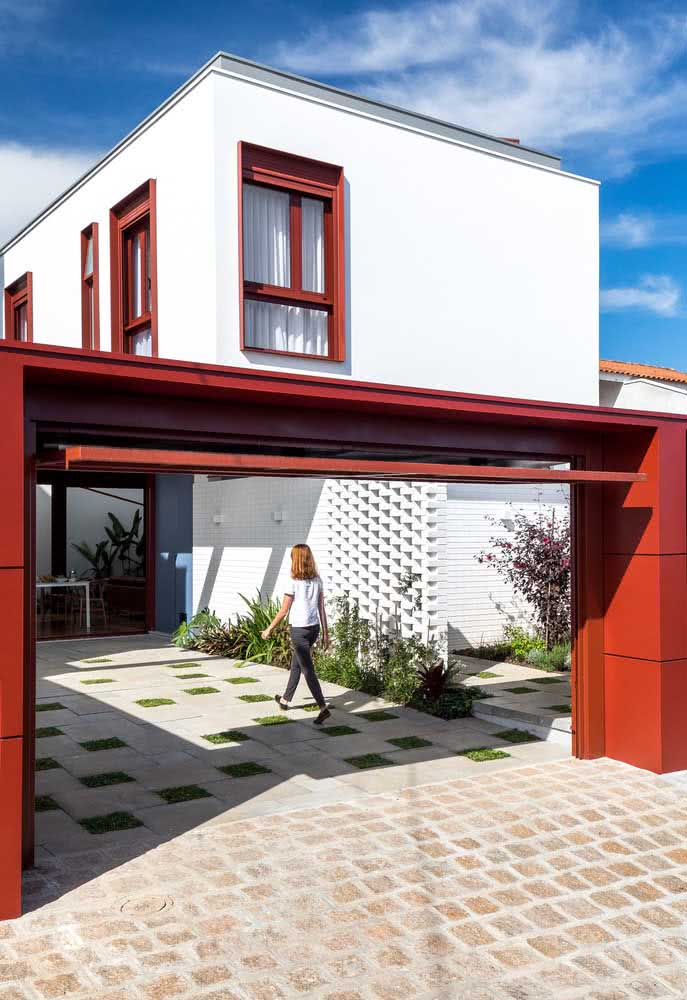 Crie detalhes e contrastes para valorizar ainda mais a fachada da casa moderna