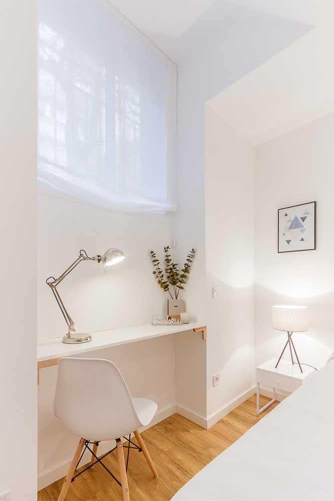 Bancada suspensa branca e simples para o quarto
