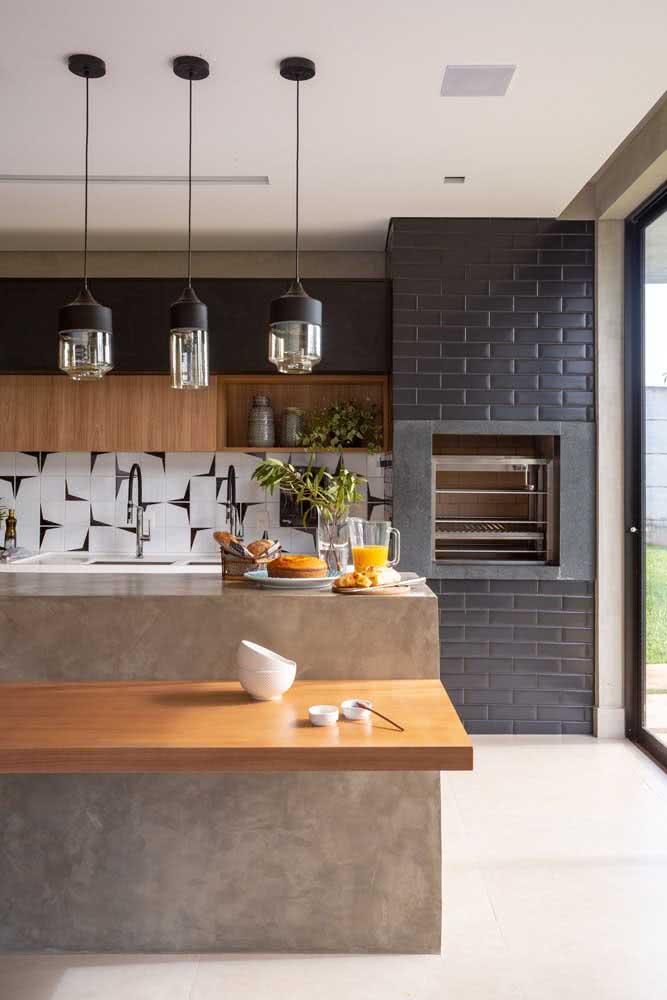 Bancada suspensa de madeira na cozinha, afinal, um espacinho a mais sempre é bem vindo