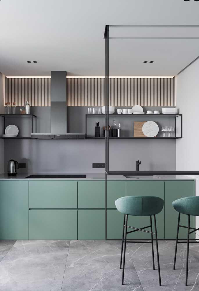 Bancada suspensa metálica para combinar com o estilo industrial da cozinha