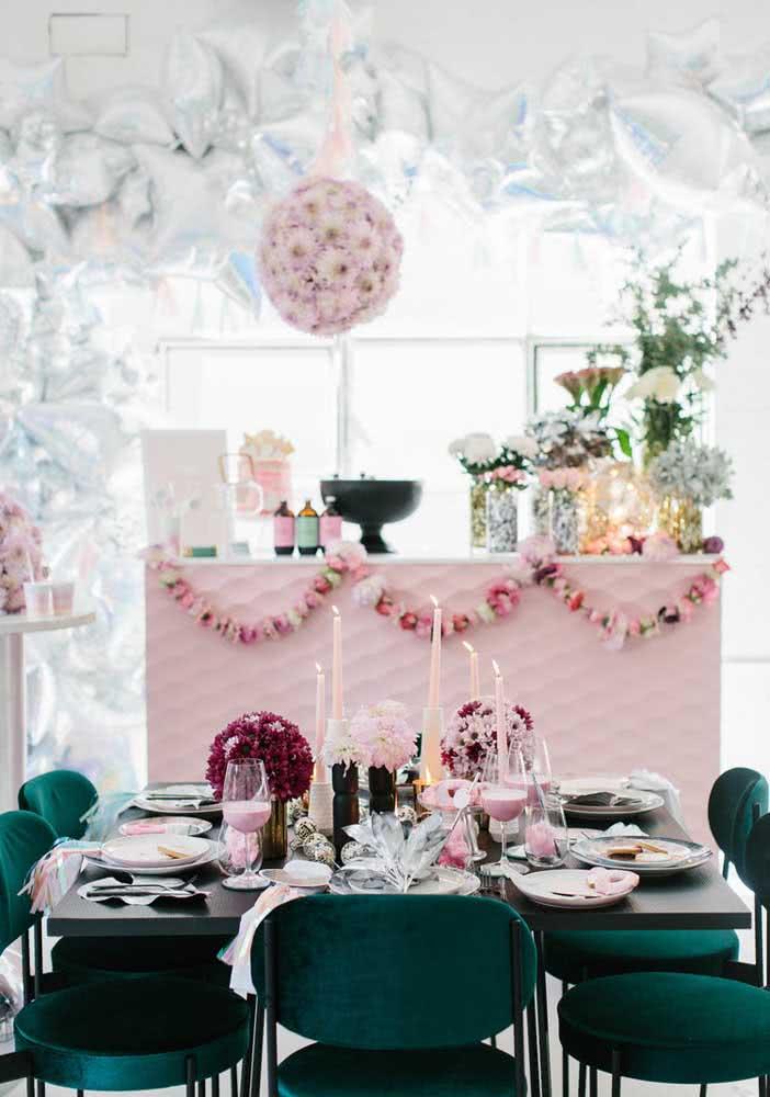 Tema de aniversário disco com toque de feminilidade na decoração