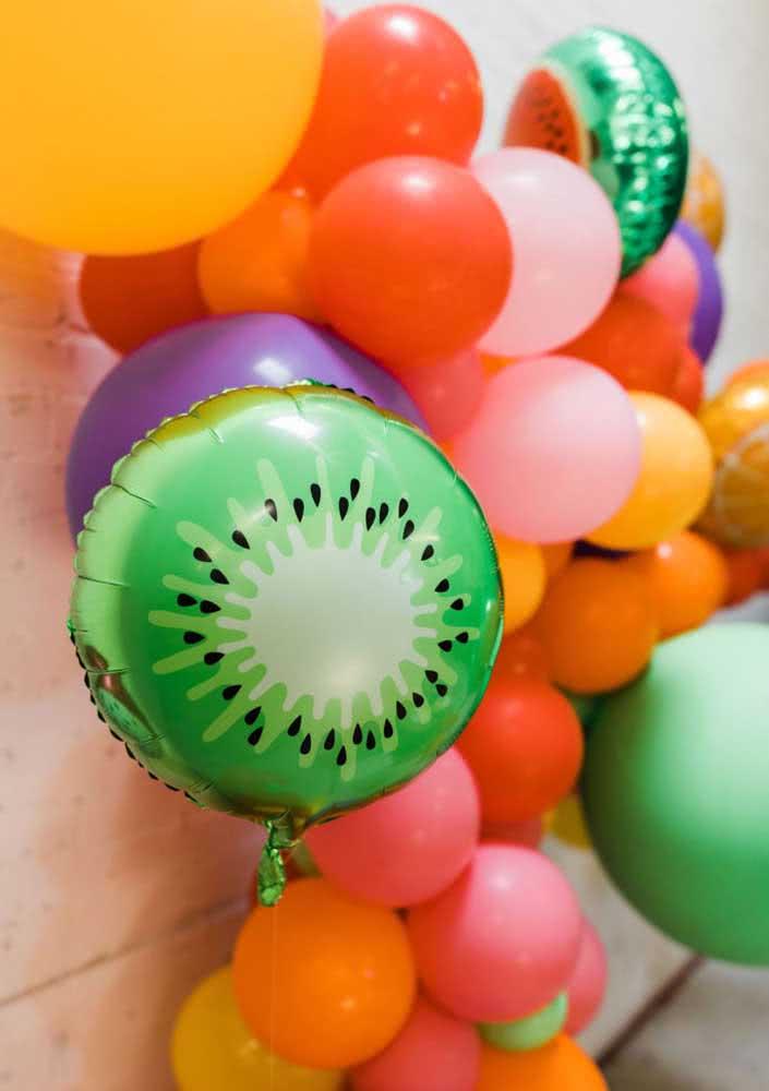 Balões em formato de fruta são indispensáveis