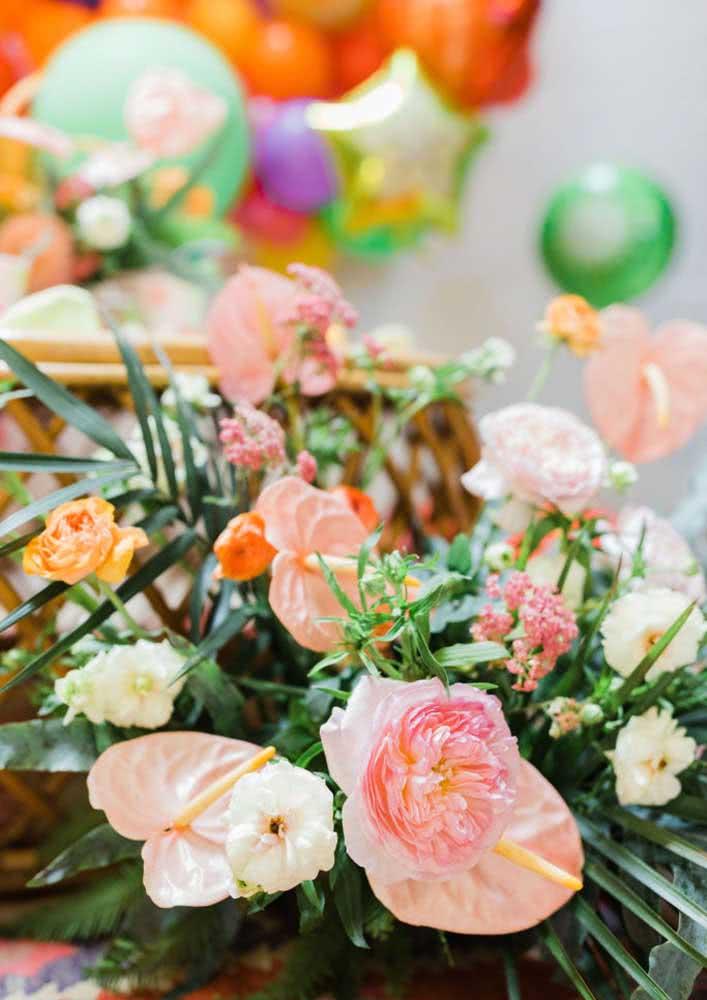 As flores completam o colorido da decoração