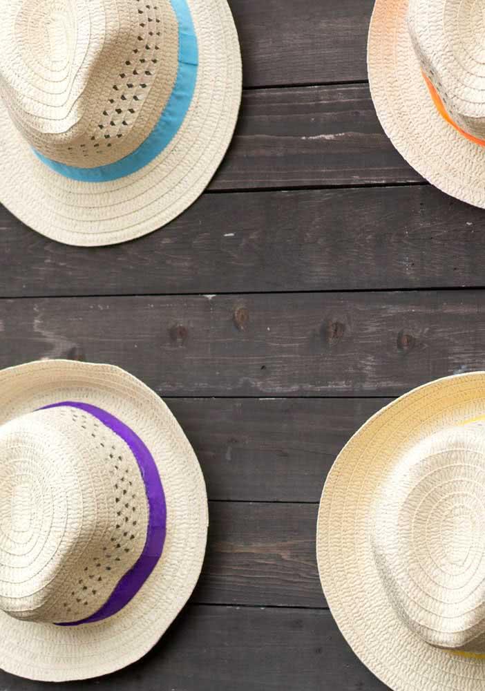 E chapéus de palha para completar a decoração