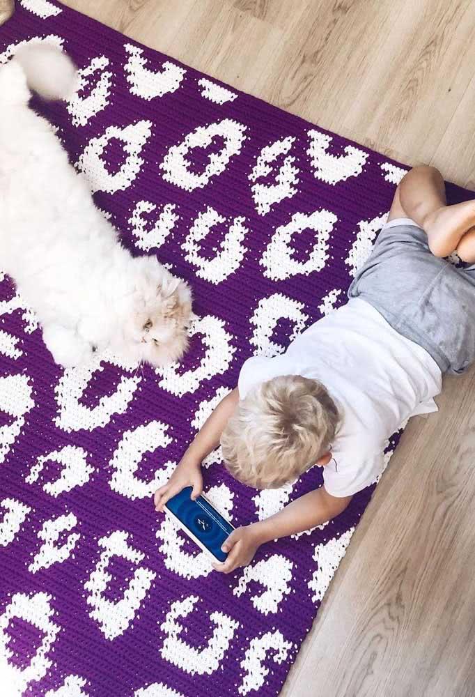 Tapete de crochê retangular com estampa. Perfeito para a criança brincar e ficar bem a vontade