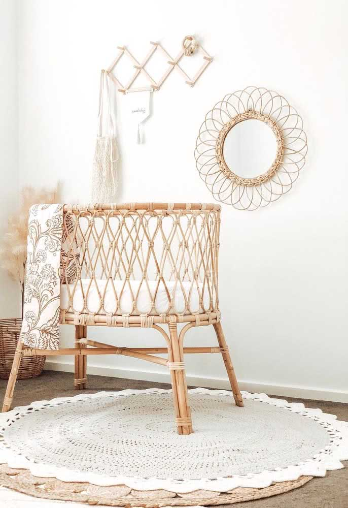 O quarto de bebê em estilo boho combinou direitinho com o tapete de crochê em barbante cru