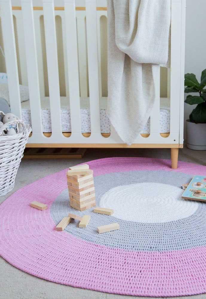 Tapete de crochê redondo para quarto de bebê: um dos preferidos na decoração