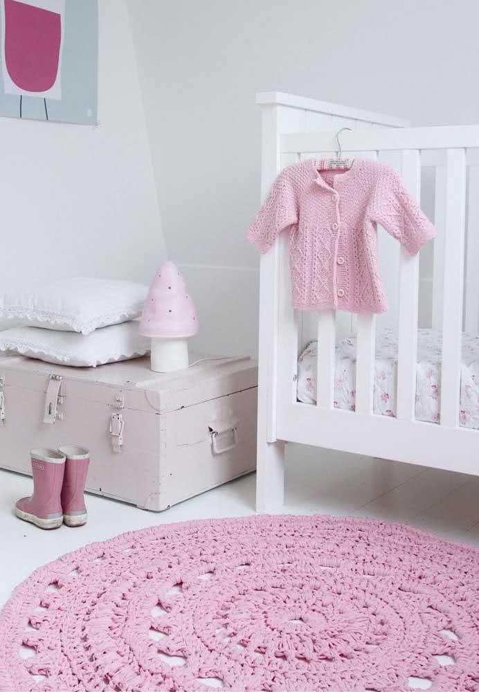 Tapete rosa, igual ao restante do quarto