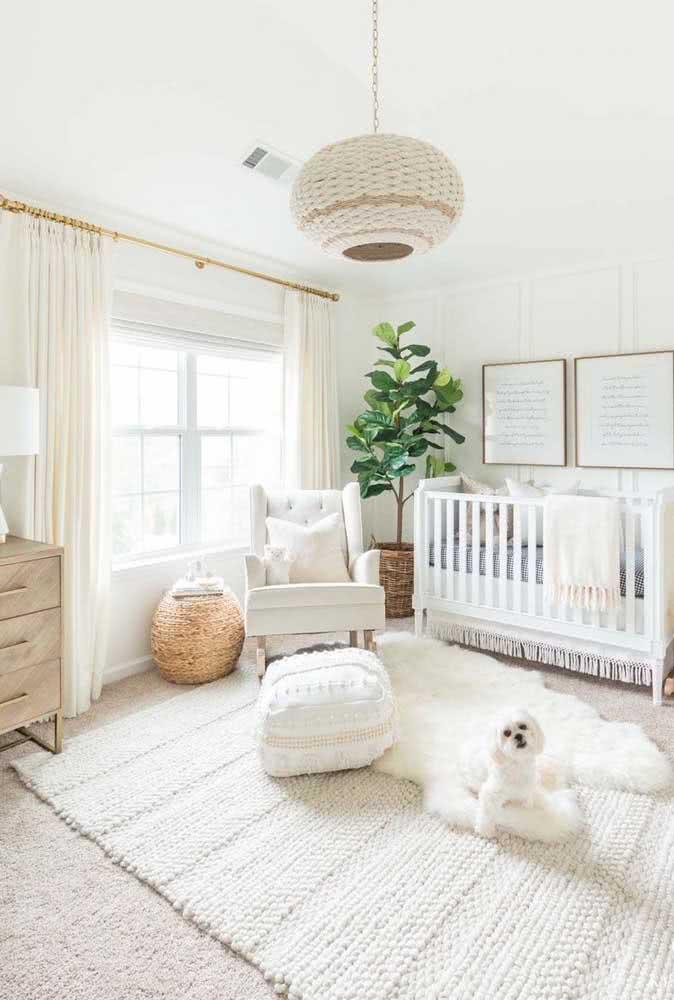 Quarto de bebê super clean e elegante decorado com tapete de crochê branco
