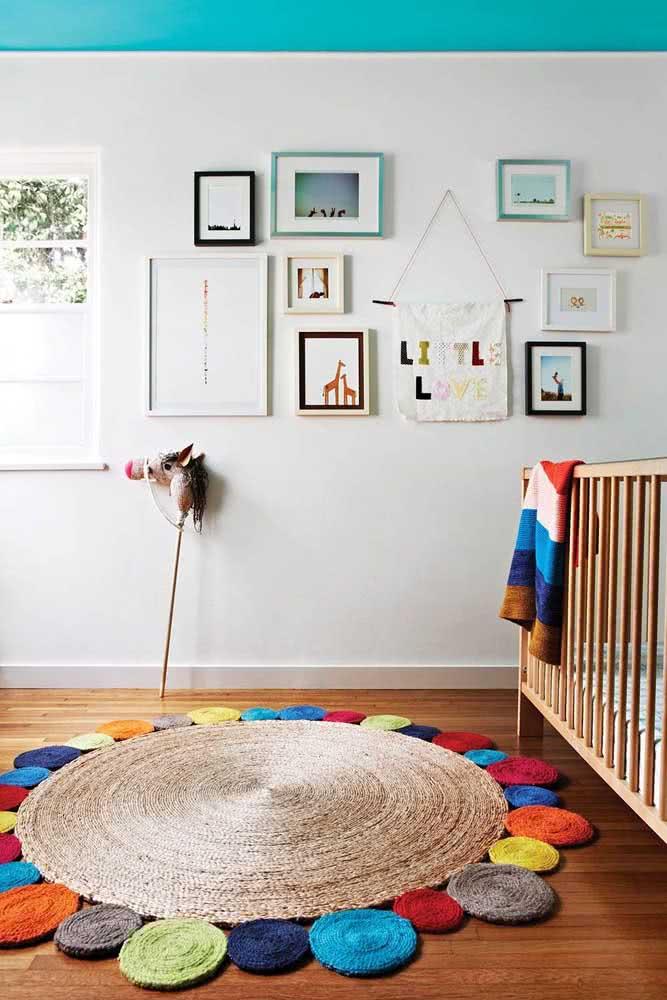 Cores! Muitas cores para enfeitar esse tapete de crochê redondo