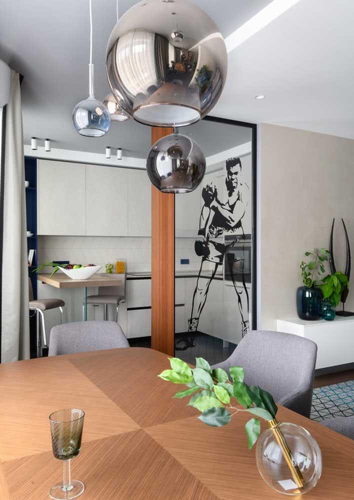 Cozinha planejada pequena em L branca e super funcional para o dia a dia.