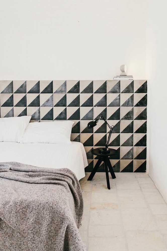 Em preto e branco para a cabeceira da cama
