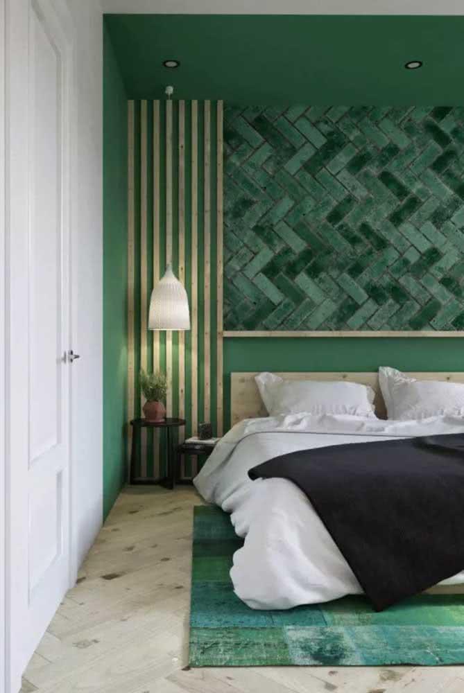 Uma obra de arte em cerâmica na cabeceira da cama. Seja criativo e mude o visual do seu quarto