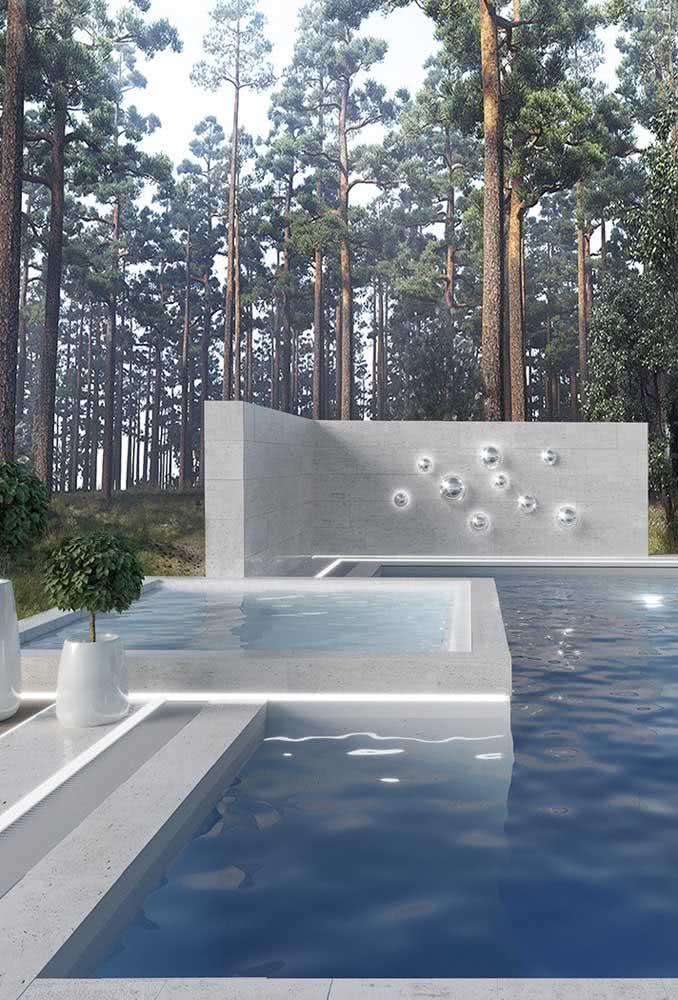 Piscina com hidro acoplada a piscina maior em um cenário de cair o queixo