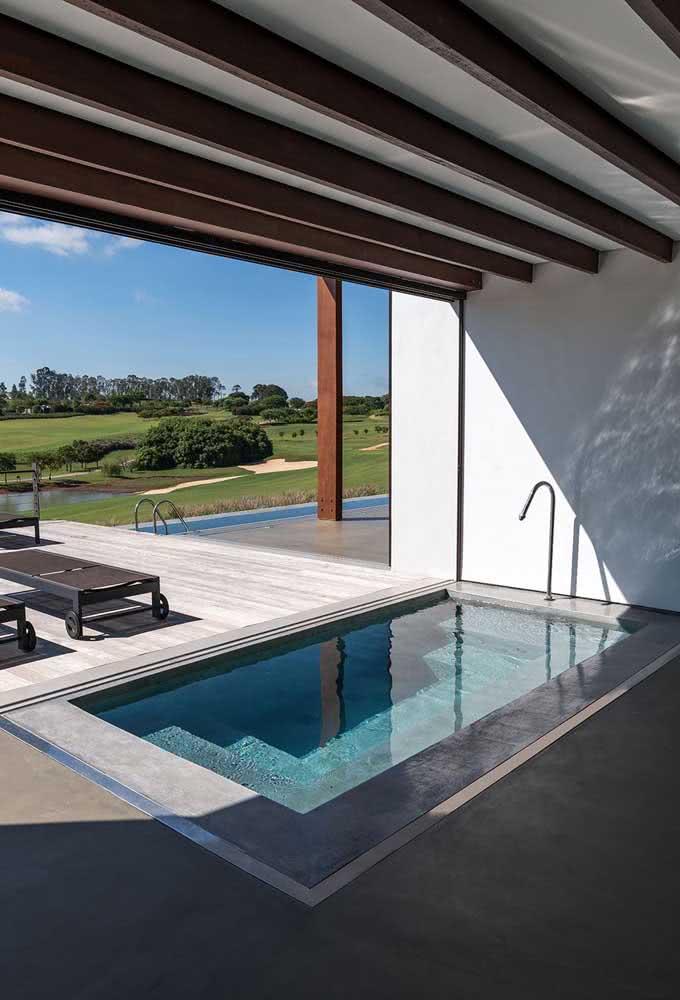Piscina com hidro coberta: aproveite os benefícios da piscina até em dias de chuva