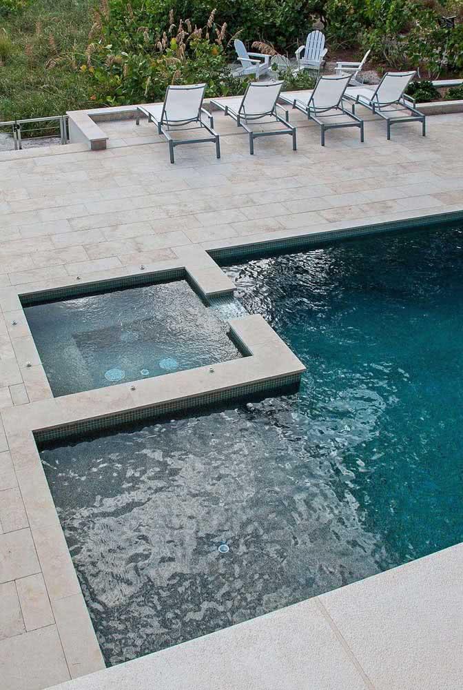 Piscina com hidro acoplada a piscina convencional: duas soluções em uma