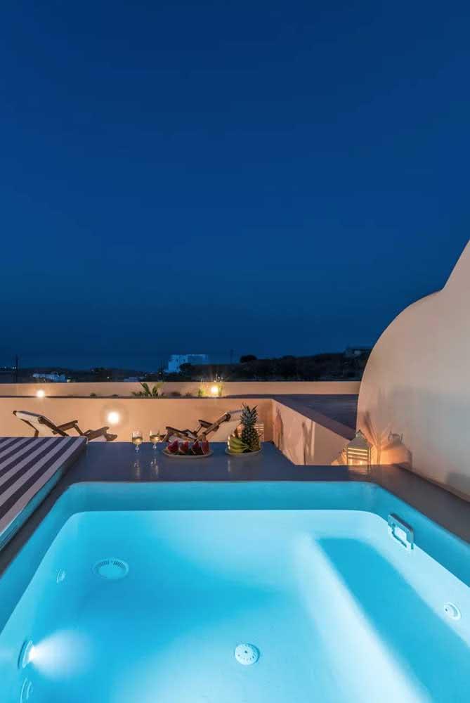 De noite, a piscina com hidro ajuda a relaxar e dormir melhor