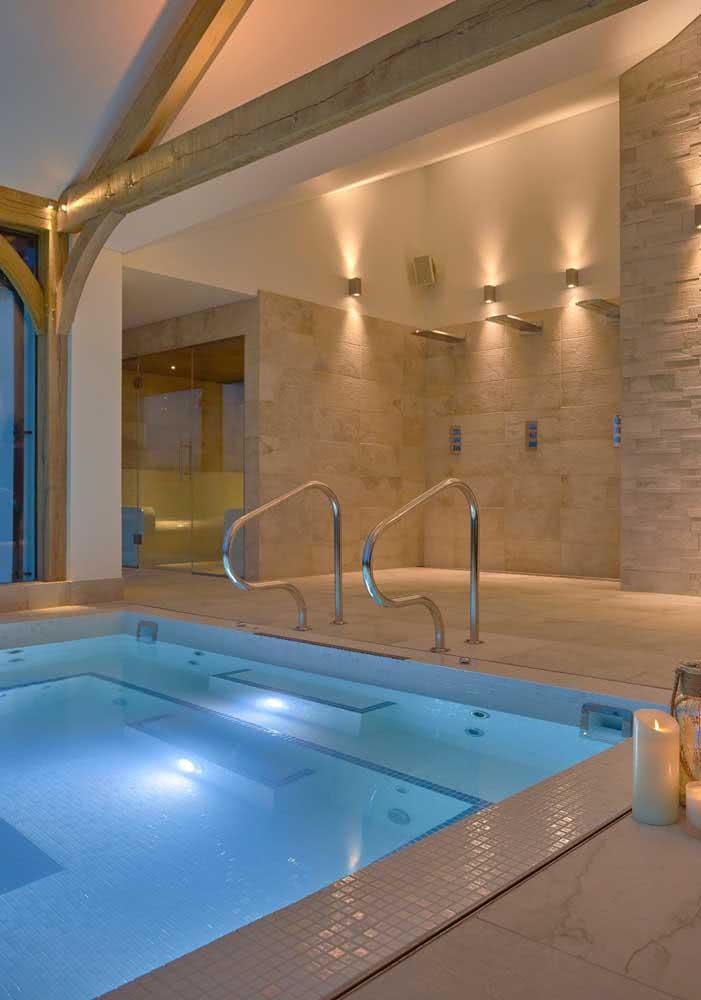 A piscina com hidro coberta é ideal para quem busca uma aliada em tratamentos estéticos e terapêuticos