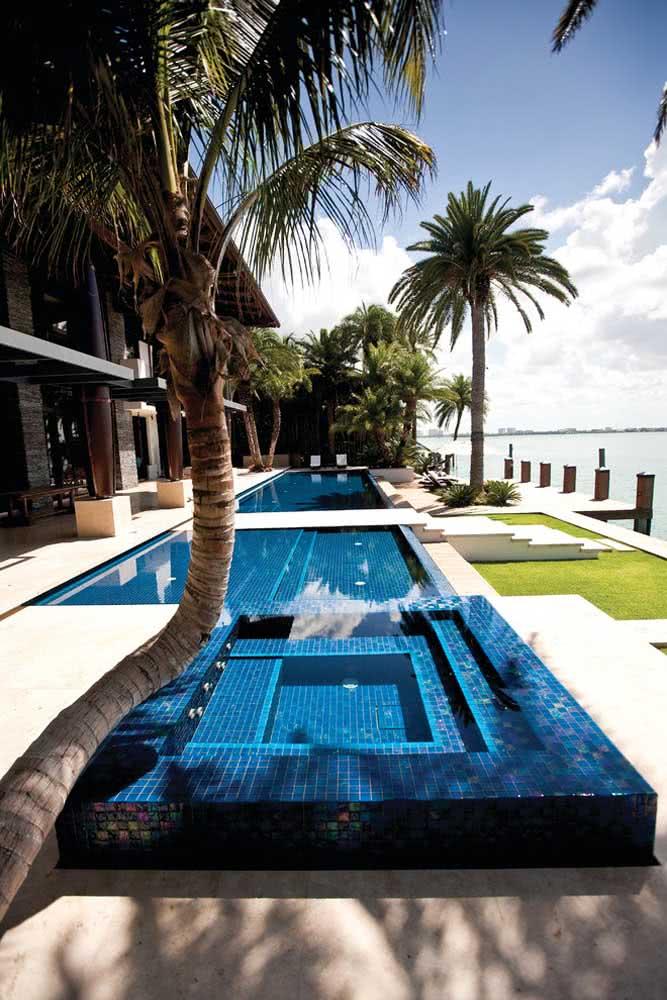 E o que acha de uma piscina com hidro à beira mar?