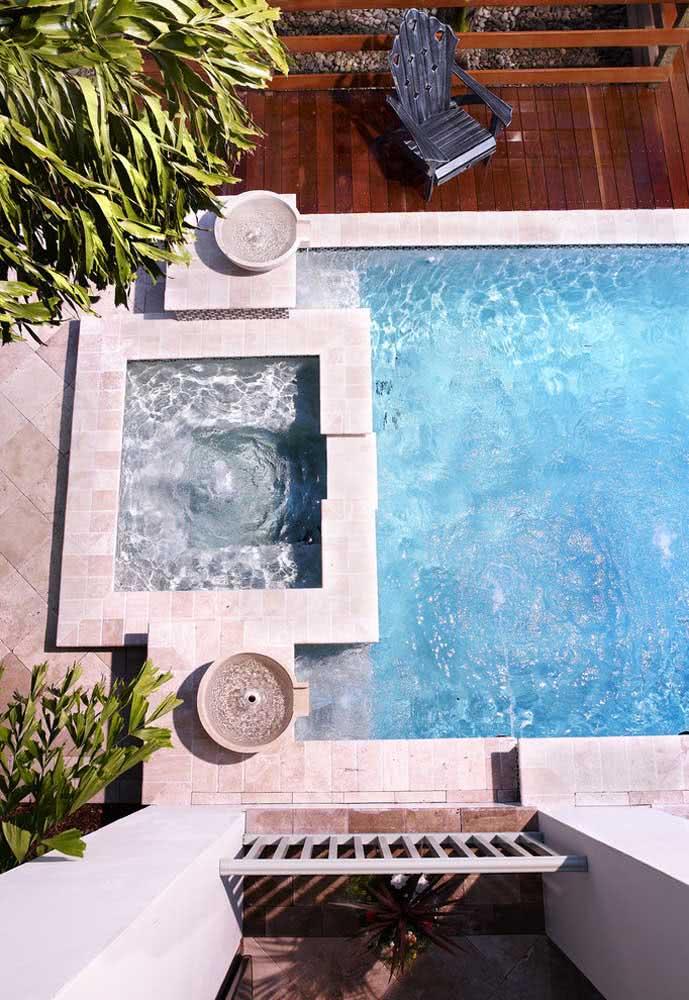 Piscina com hidro acoplada a piscina maior: um convite a dias de descanso e diversão