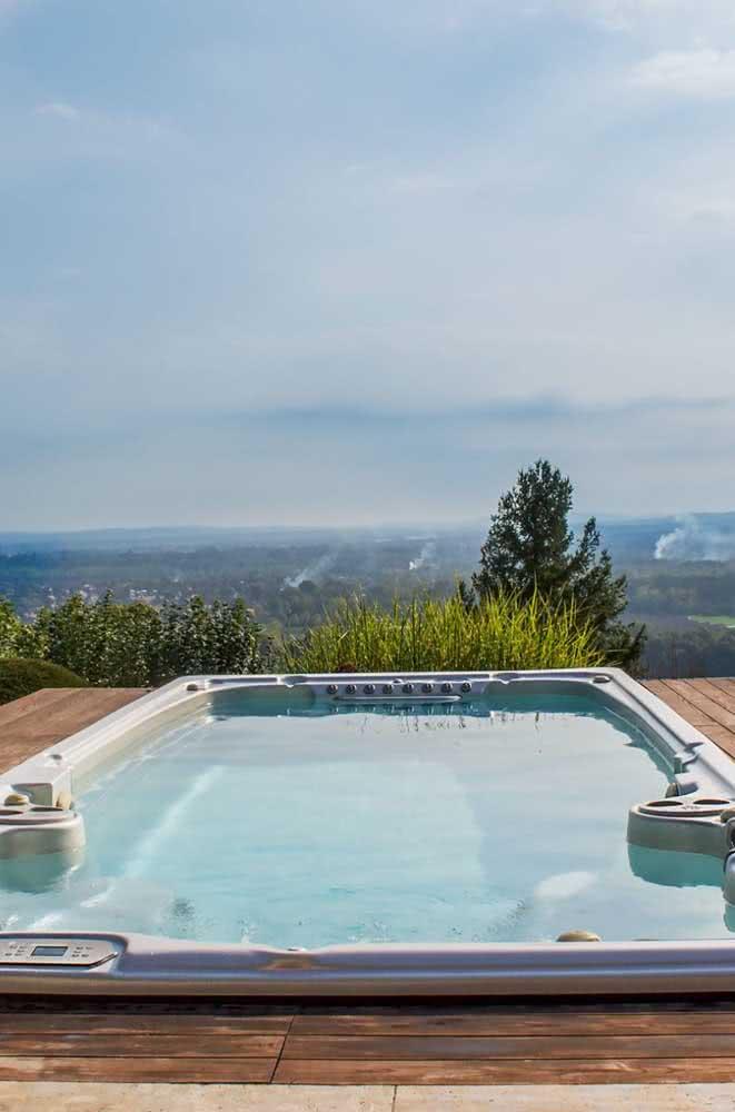 Piscina com hidro tamanho grande para desfrutar de toda a beleza do horizonte