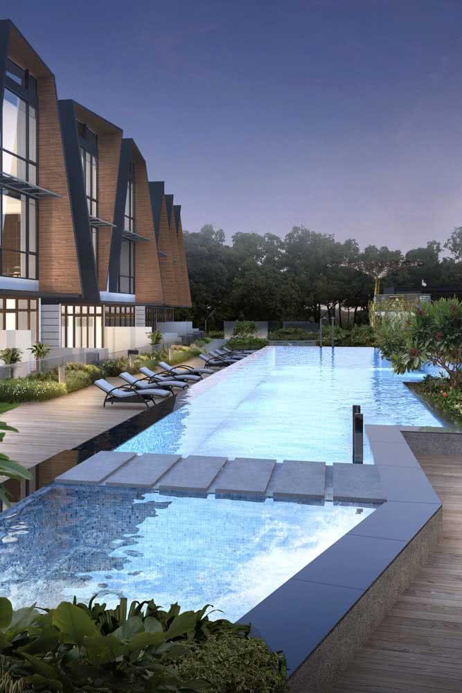 A iluminação faz a piscina com hidro ficar ainda mais perfeita!