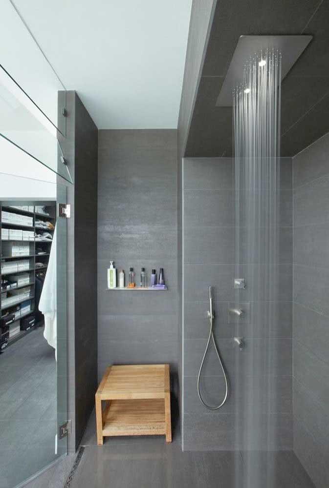 Chuveiro de teto com ducha dupla. O mercado está cheio de opções, basta escolher aquela que mais atende suas necessidades