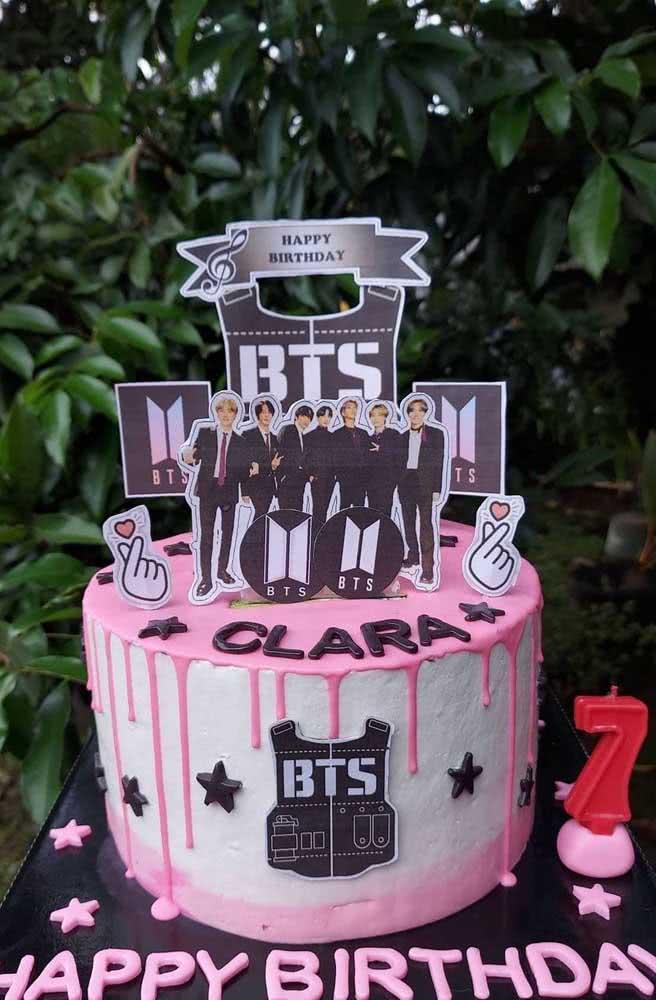 BTS em branco, preto e rosa