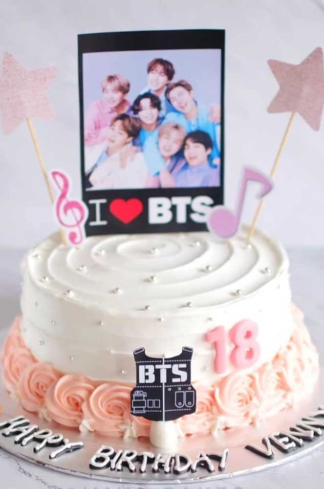 Aniversário de 18 anos com tema de bolo BTS