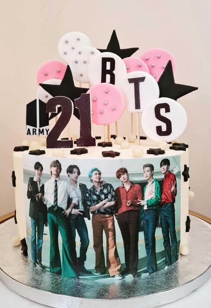 Que tal colocar os meninos na frente do bolo?