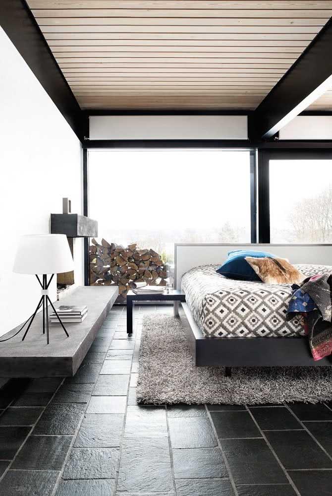 Piso de ardósia preta para o quarto moderno. Repare que a pedra se harmoniza muito bem com a bancada de cimento
