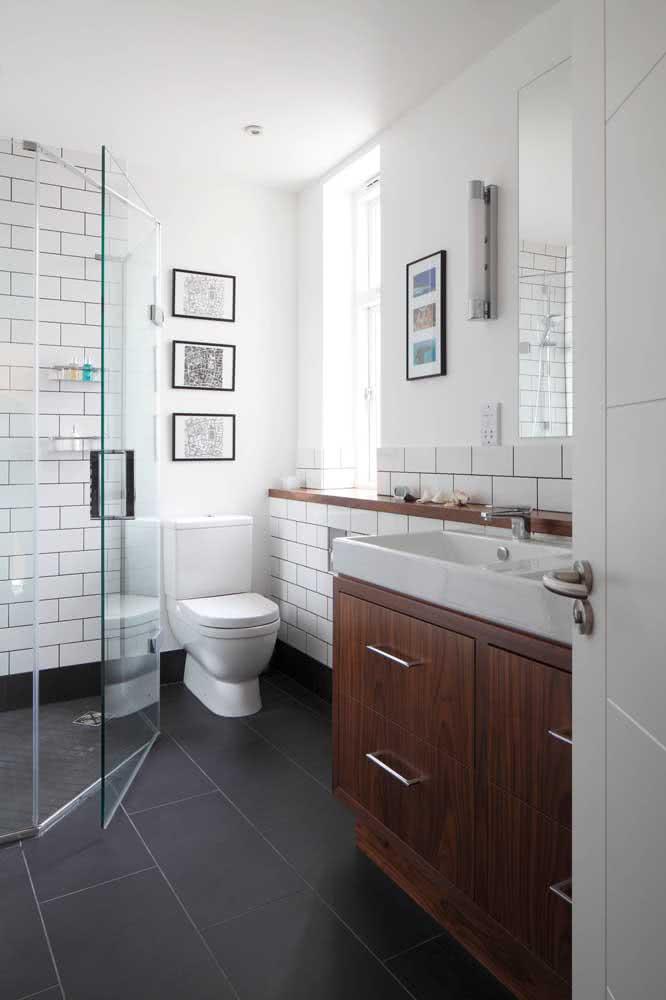 Piso de ardósia no banheiro: limpe com pano e detergente