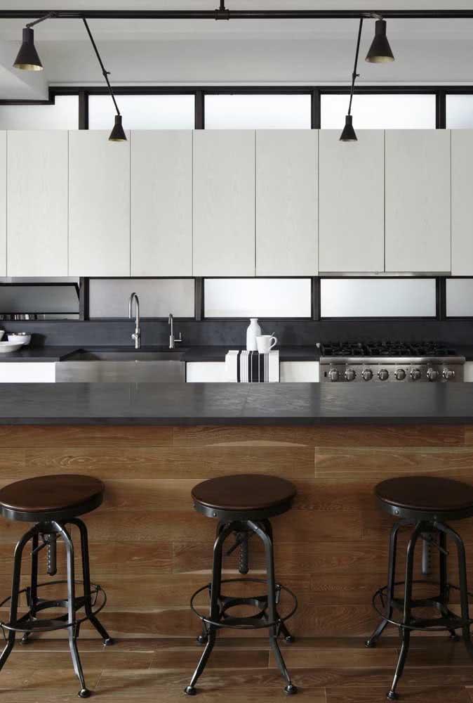 As cozinhas de estilo industrial são perfeitas para as bancadas de ardósia