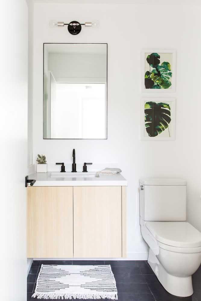 A ardósia escura ganha ainda mais destaque nesse lavabo branquinho