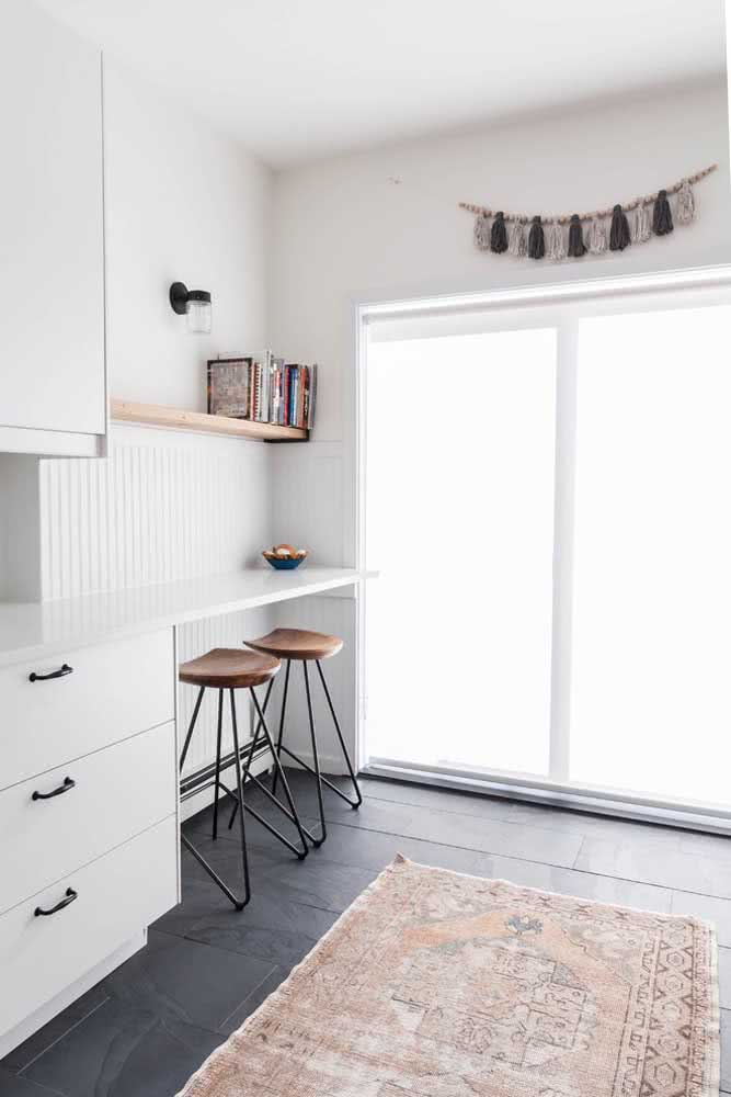 Ambientes minimalistas também se destacam com o piso de ardósia