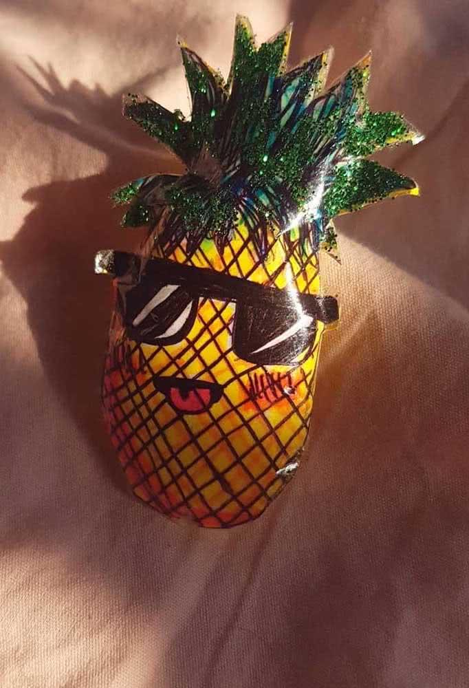 Um abacaxi divertido para sua coleção de frutas em paper squishy