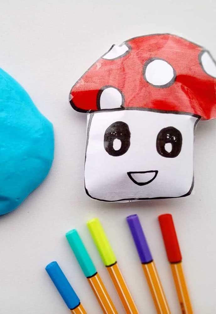 Paper squishy de cogumelo. As canetinhas também são uma boa opção para colorir