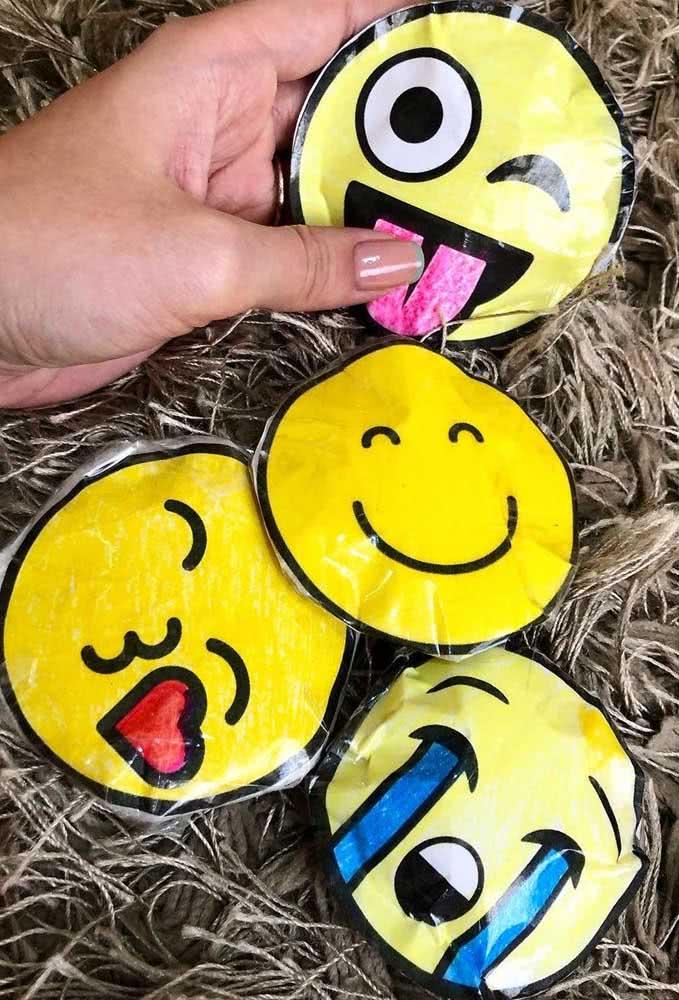 Já pensou em fazer todos os emojis em paper squishy? Fica muito legal!