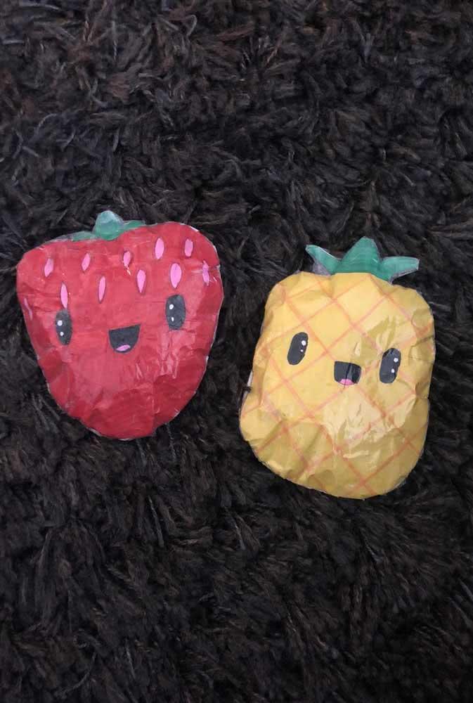 Morango e abacaxi de paper squishy. Faça carinhas divertidas nas frutas