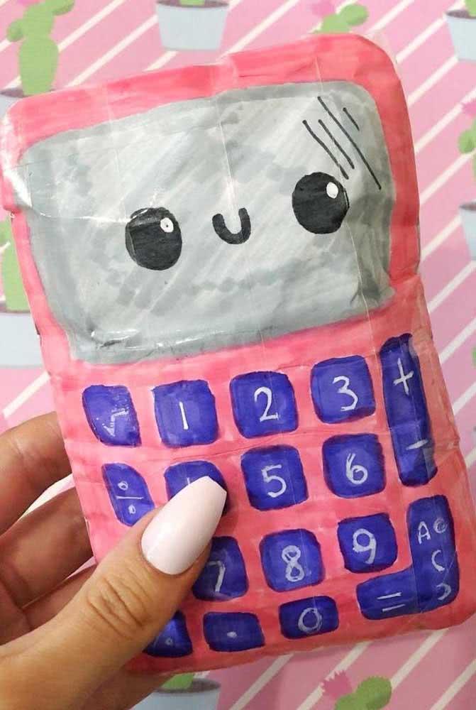 O que acha de uma calculadora para integrar a lista de material escolar em paper squishy?