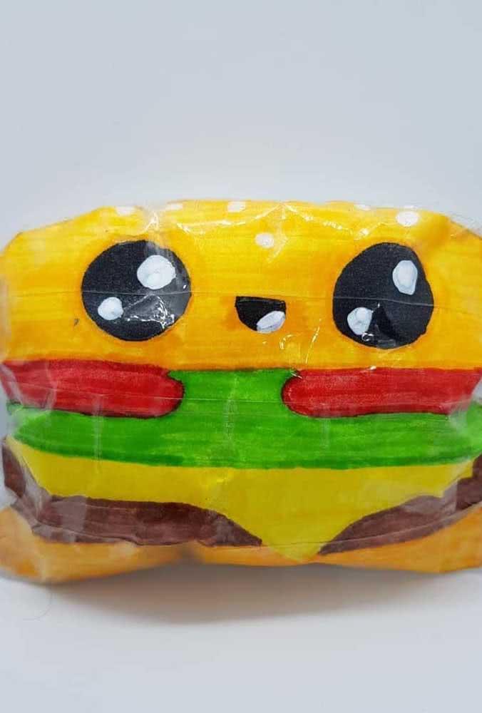 Esse sim é um hambúrguer feliz! Olha só a carinha dele