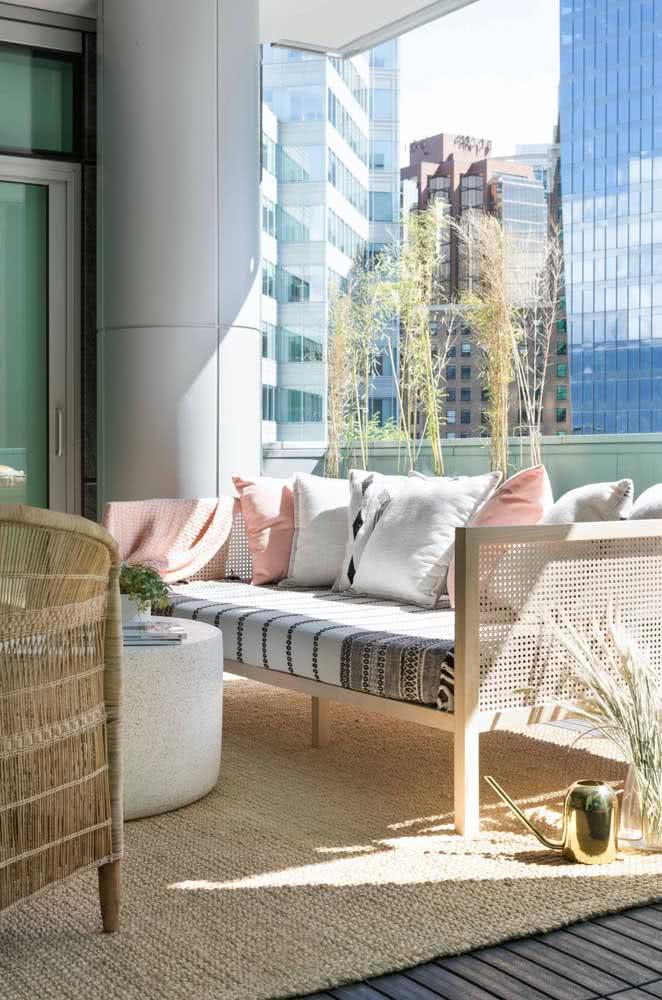 Combine os móveis da varanda com o tapete